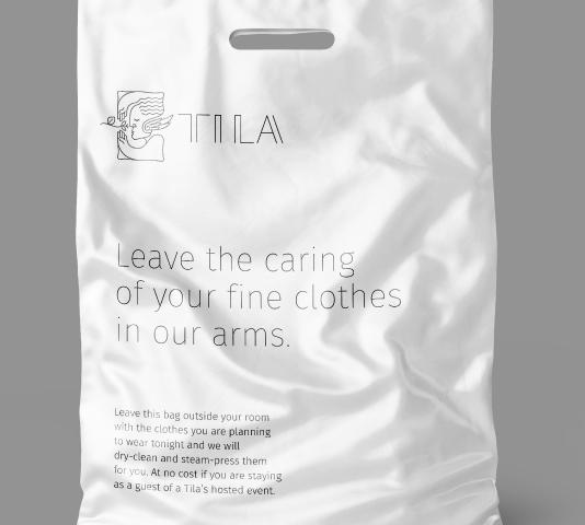 Bolsa de plástico para la ropa sucia con elementos de la marca