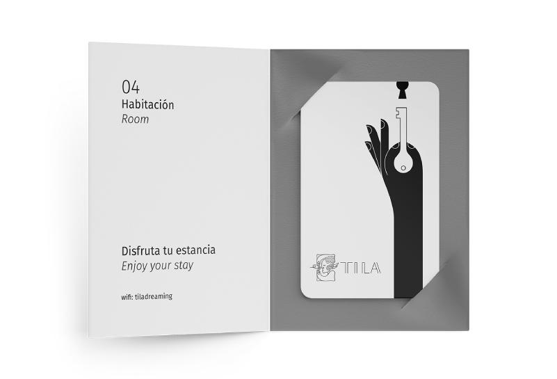 Porta tarjetas con tarjeta llave de los cuartos del hotel con el brazo de Morfeo