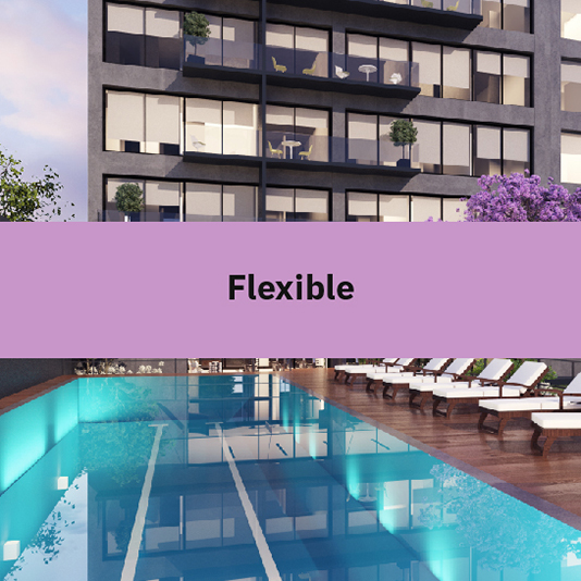 Imagen de la alberca y del espacio al aire libre del desarrollo departamental Blank, con texto encima sobre el valor de la flexibilidad.