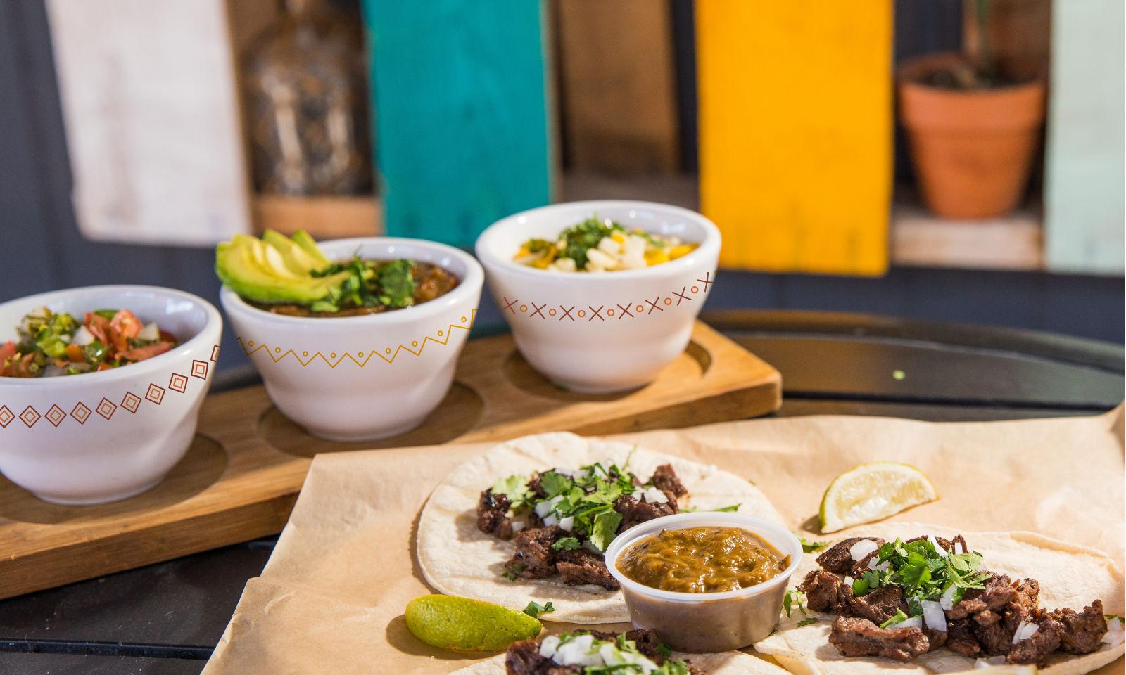 Tacos con salsas